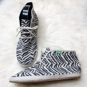NWOT Sanuk Savvy Anna Chukka Boot Zebra High Top
